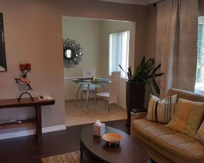 Beautiful Single unit in great area - Hollywood