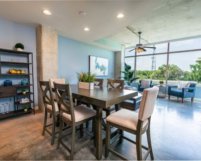 Luxurious Downtown 2 bed / 2 bath Apartment - South Eola