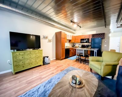 DT AA ^ 2 King Beds ^ Close to Campus & Stadium - Old West Side