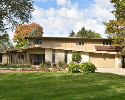 Milwaukee DNC 4 bedroom+ House with In-ground pool - Brookfield