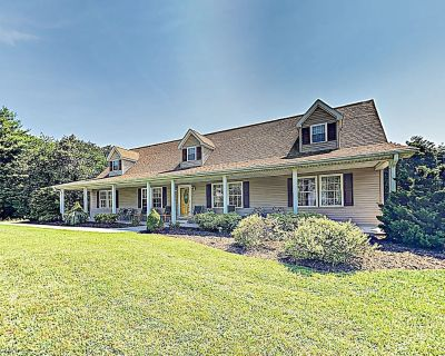 Rural Retreat: Private Country Home on 20+ Acres w/ Fireplace & Large Porch! - Asheville