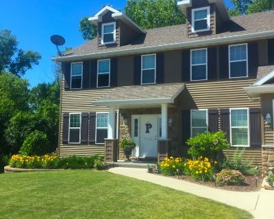 EAA Airventure Home Available (vehicle available). About 13 mins to EAA grounds. - Neenah