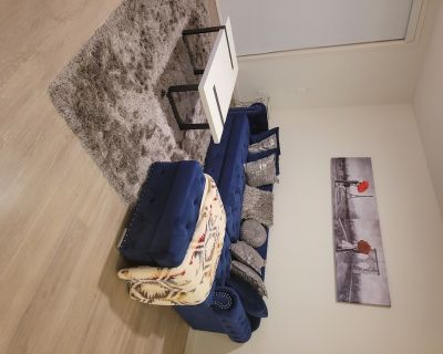 Luxury Spacious one Bedroom Condo at Your Service - Glendale