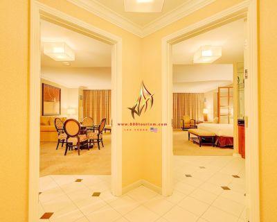 888 Two Bedroom Balcony Suite at Signature Condo Hotel - Las Vegas Strip