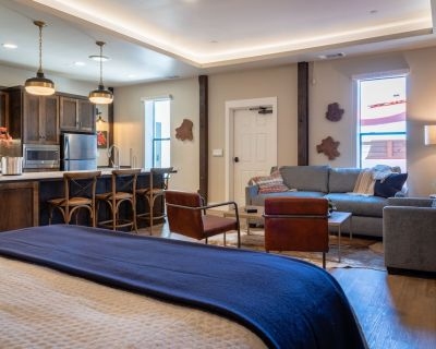 Gracious Suite Living Above Downtown Paso Robles - Paso Robles