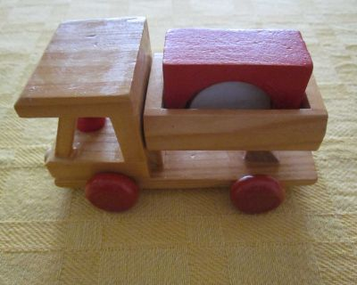 """4 1/2"""" long wooden truck with blocks s"""