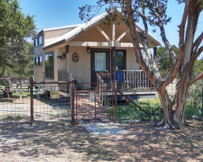 Cottage/Cabin Farm Stay close to Fredericksburg, TX - Harper