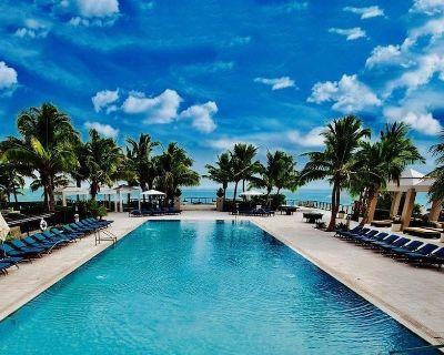 RITZ Riviera Beach SUN & SAND CONDO, GYM, Pool, BBQ, HT, gorgeous SUN in PB FL - Riviera Beach