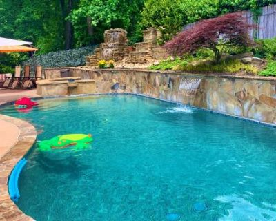 Beautiful, Spacious Home on a Golf Course with a Private Pool in Roswell/Alpharetta/John's Creek, ROSWELL, GA