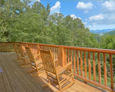 New mountain cabin w/ private hot tub/ 9-seat theater room/ game room/ smart TV! - Pigeon Forge