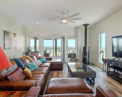 Paradise Ahoy! Spectacular 4 bedroom home at Paradise Pointe!