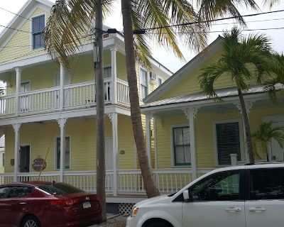 The Galleria Unit #14 ~ A Stones throw from Duval St! Bikes Included! - Bahama Village