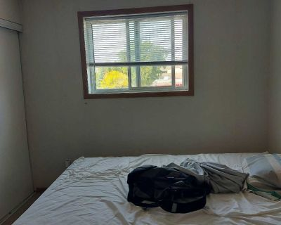 Room for rent $375 October 1st