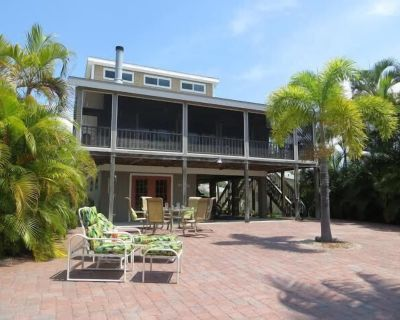 Close To Beach - Mid-Island Canal Home With Boat Dock - Mid Island