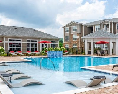 Perfect Pool View 1st floor, Perfect for young professionals