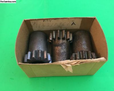 NOS trans reverse gear on main shaft 113311161A