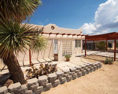Two bedroom One bathroom - enchanting views of Joshua Tree - pet friendly - Yucca Valley