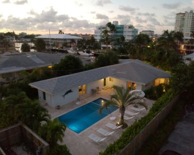 **5 STAR WATERSIDE VILLA**Heated Pool-Boat Dock-Steps to Beach-SLEEPS 10 - Dolphin Isles