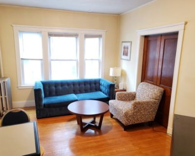 Bright Furnished Apartment in Cambridge