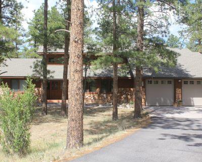 Ponderosa Pines Lodge, Beautiful and Spacious Home, Pet friendly, sleeps 13 - Ponderosa Pines