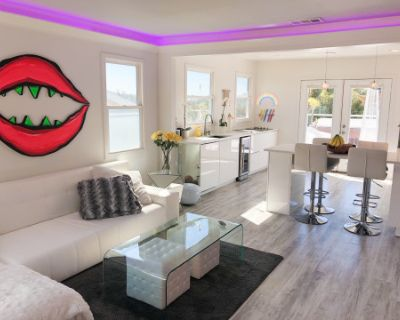 ARTISTIC & MODERN 2B house with stunning VIEW, spacious PATIO and full of natural LIGHT., Los Angeles, CA