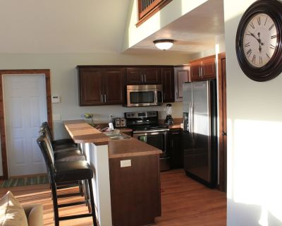 Beautiful Vacation Cabin - 6 Passes to Bridges Bay Included ($120 value) - Center Grove