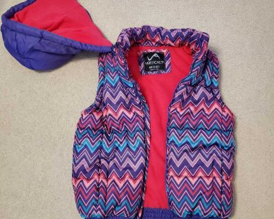Girls Puffer Vest with hood. Size M10/12