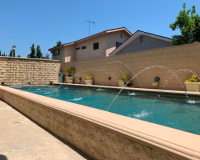 15,000 sq. ft. Front and Backyard with Pool/Jacuzzi and Spacious Interior, Sherman Oaks, CA