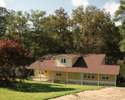 5 Bedroom Lake House with Oversized Dock and 15 Minutes From Clemson - Anderson County