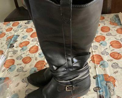 Women s Black Boots Size 9