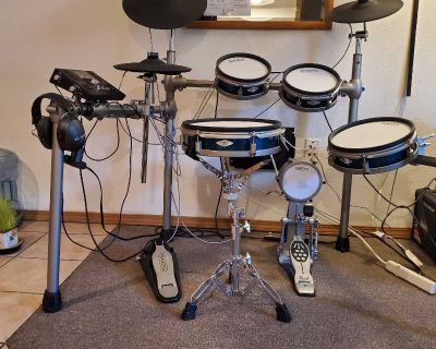 Simmons SD 1200 Electric Drum Kit (with extras)