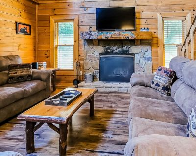 Resort Cabin w/ Private Hot Tub, Fireplace, Pool Table, Porch - Near Lake Access - Sevierville