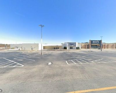 Lakeshore Mall Retail Space For Lease