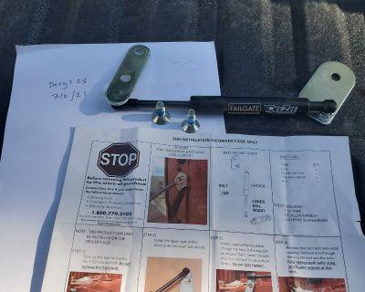 Colorado - (WTS) Deezee tailgate assist/damper (DZ 43206)