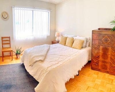Los Angeles/ NoHo Arts District Private Bed/Bath