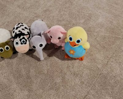 5 stuffed animals from Baby First TV