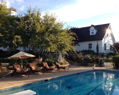 Carriage Loft - HOT Large Spa, Full Kitchen, Pool, private unit. - North Auburn