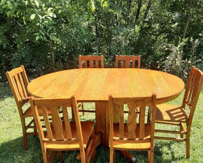 Antique Oak Table and Chairs with 2 Leaves