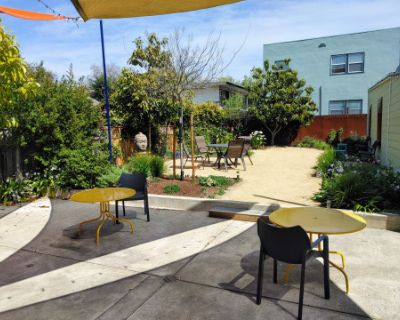 Gorgeous, spacious, outdoor patio - perfect for workshops, baby showers, receptions, outdoors socially distanced meetings, Berkeley, CA