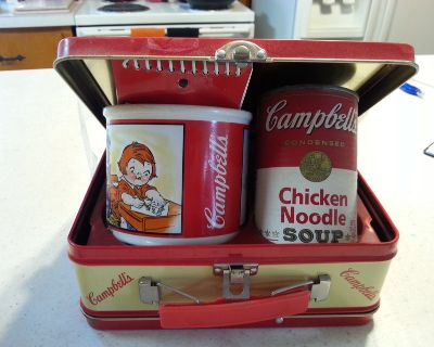 1998 Vintage Campbells Soup Lunchbox with mug, note pad, & can of soup