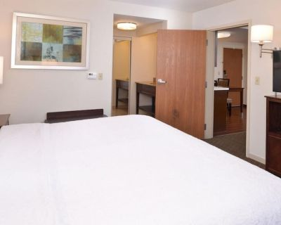 2-bedroom Suite at Hampton Inn & Suites Pueblo Southgate by Suiteness - Pueblo