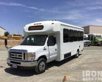 2013 Ford E-450 Super Duty 4x2 20 Passenger Shuttle Bus