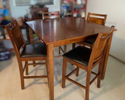 Pub Style Dining Table/Chairs