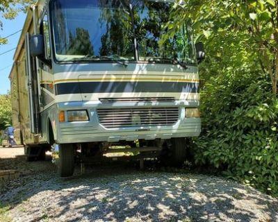2005 Fleetwood Bounder 35E