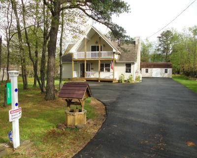CHALET-LIKE 4 BEDROOM W/GAME ROOM/HOT TUB/PRIVATE POOL ON PROPERTY - Albrightsville