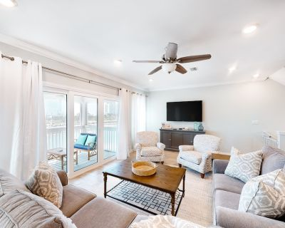 Dog-Friendly, Waterfront Townhouse with Shared Pool, and High-Speed WiFi! - Perdido Key