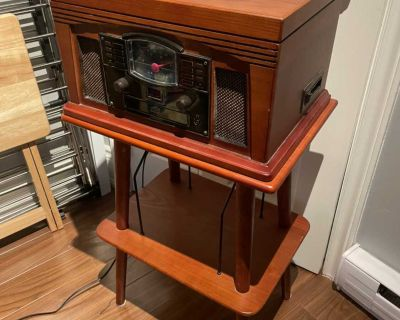 Crosley Turntable and matching stand