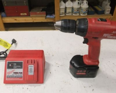 Milwaukee 14.4 volt Power Plus Drill/With Battery & Charger