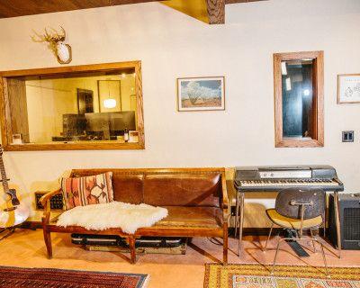 Spanish/Midcentury Inspired Recording Studio with Private Patio Oasis., Los Angeles, CA