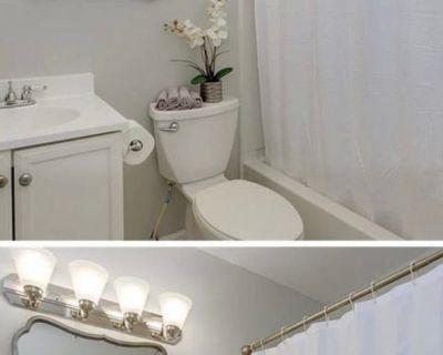 Private room with shared bathroom - Virginia Beach , VA 23452